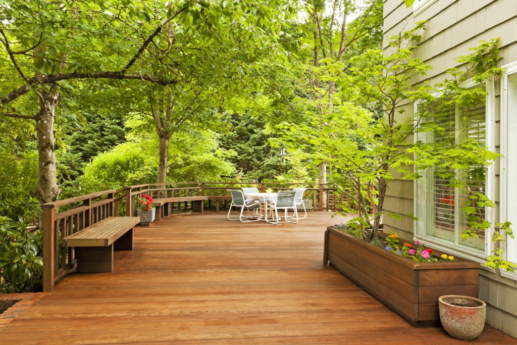 3 Reasons Why You Need a New Deck This Summer